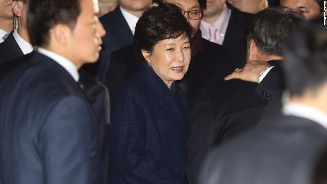 South Korea: Park 'deeply apologizes' as she meets with prosecutors